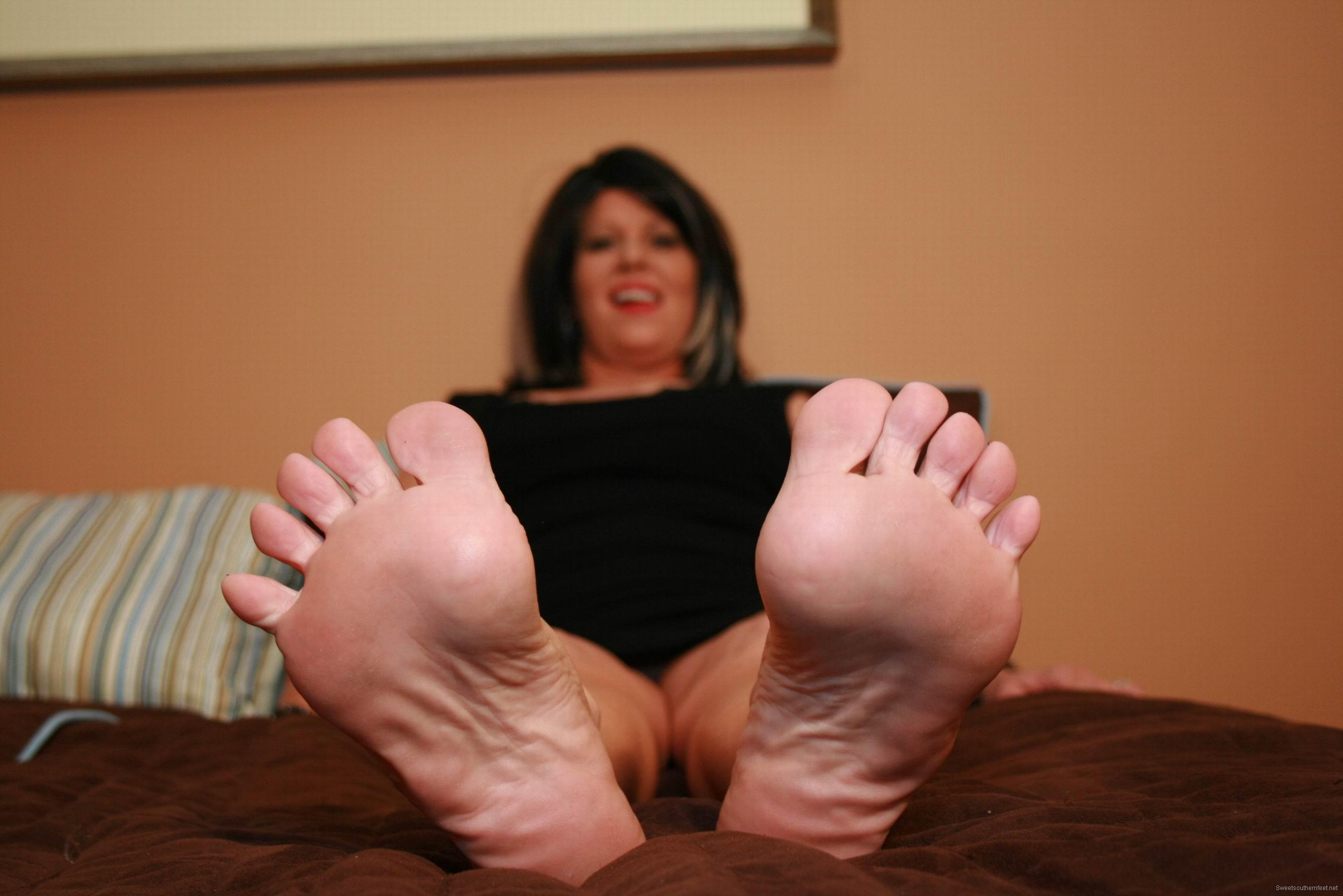 Sexy wrinkled mature soles 6